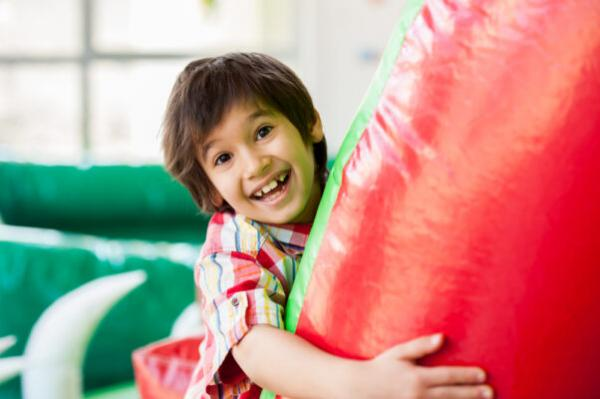 Organizing an Awesome Indoor Bounce House Party